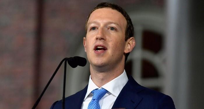 Photo of Tüm dünya Facebook'un CEO'su Mark Zuckerberg'in özür metnini konuşuyor