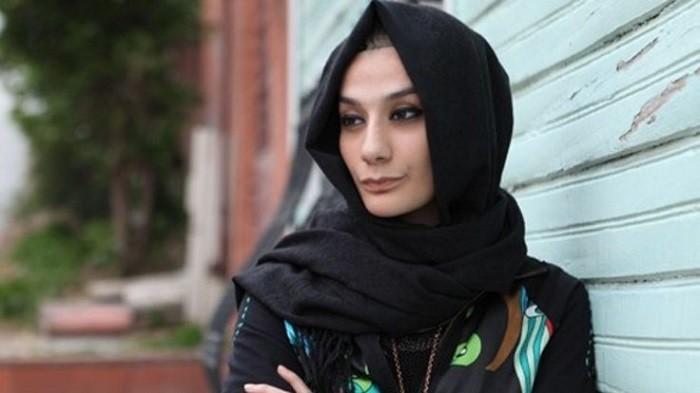 """Photo of Esra Elönü, Berna Laçin'e yüklendi: """"Bulaşık deterjanından daha fazla köpükler saçan canlı!"""""""