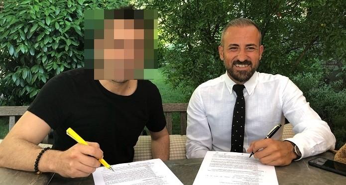 Photo of Başarılı oyuncudan yazarlık kariyeri için profesyonel imza