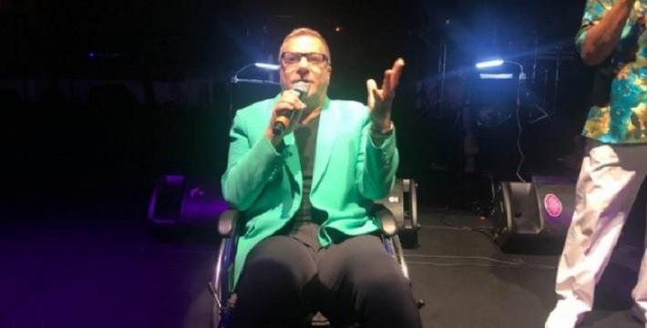 Photo of M. Ali Erbil Kıbrıs'ta sahneye tekerlekli sandalye ile çıkmak zorunda kaldı!