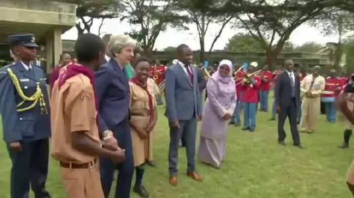 Photo of Sosyal medya İngiltere Başbakanı Theresa May'in Afrika dansını konuşuyor