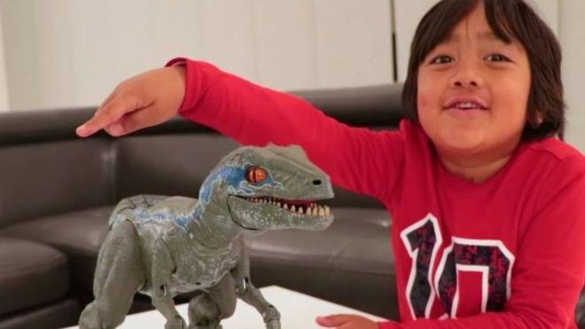 Photo of YouTube'da en çok parayı bu çocuk kazanıyor…İşte o inanılmaz rakam