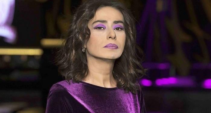 Photo of Yıldız Tilbe'den Akit'in 'şirke düşüren' şarkı listesine tepki