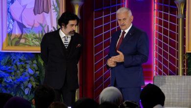 Photo of Binali Yıldırım'ın söylediği türkü Okan Bayülgen'in programına damga vurdu