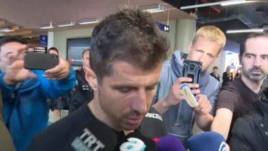 Photo of Beyaz TV muhabiri, Emre Belözoğlu'na fırçayla hakaret eden İzlandalı hakkında nasıl yanıldı?