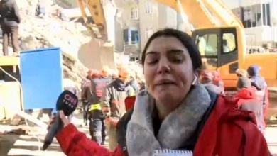 Photo of Deprem haberi yapan CNN Türk muhabiri gözyaşlarını tutamadı.