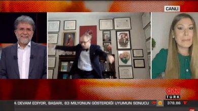 Photo of Ahmet Hakan'ın kahkahaları eşliğinde canlı yayında zeybek oynadı